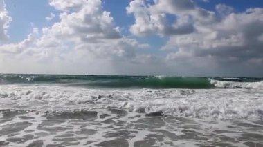 Sun shine and beautiful tides — Stock Video