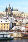The snowy Prague's gothic Castle above the River Vltava — Stock Photo
