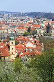 ばねのビュー、カレル橋、チェコ共和国プラハ市 — ストック写真