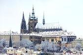 Snow in Prague, gothic Castle above the River Vltava — Stockfoto