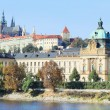 Autumn Prague gothic Castle above River Vltava, Czech Republic — Foto de stock #35895003