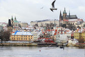 First Snow in Prague, gothic Castle above the River Vltava — Stock Photo