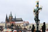 Romantic Snowy Prague gothic Castle with the Statue on Charles Bridge, Czech Republic — Stock Photo