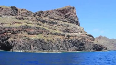 Sailing around one of the Canary Island La Gomera in Spain. — 图库视频影像