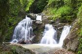 Wasserfall in den fluss tal syk — Stockfoto