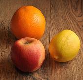 Apple, lemon, orange — Stockfoto