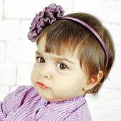 Little caucasian girl surprised — Stock Photo
