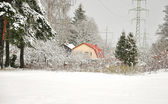 Snowy small house — Stockfoto