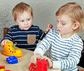 Children play educational games — Стоковое фото