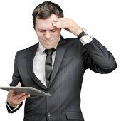Tablet ile genç adam — Stok fotoğraf