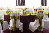 набор таблиц для свадьбы или другого обслуживали мероприятие ужин — Стоковое фото
