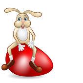 Lapin de pâques assis plus gigantesque œuf rouge — Vecteur