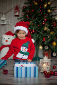 Boy, opening present on christmas — Stock fotografie