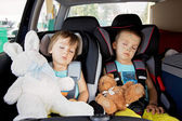 Two boys in car seats, travelling  — 图库照片