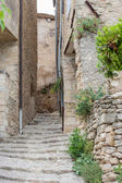 Narrow street in historical town Gordes in France — Stock Photo
