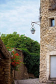 Street in the historic village of Gordes, Provence, France — Stock Photo