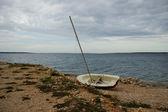 Wooden Damaged Boat On The Coast — Stock Photo