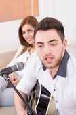 Man playing guitar to girl — Stock Photo
