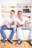 Friends at home playing video game — Stock Photo