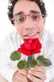 Romantischer dumm mann verliebt halten rote rose — Stockfoto