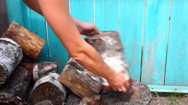 Chopping wood with axe — Stock Video