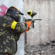 Guy with a paintball gun — Stock Photo
