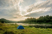Camping tent on the beautiful Bank of the river Volga. — Stock Photo