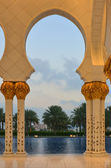 Sheikh Zayed Mosque in Abu Dhabi at sunset — Stock Photo