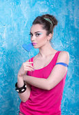 Girl in bright clothes on a contrasting background, retro style — ストック写真