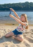 Beautiful girl taken picture of herself, selfie. — Stock Photo