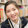 Portrait of girl smiling in library — ストック写真
