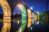Night scene of stone bridge — Stock Photo