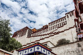 Exterior of Potala Palace in Tibet — 图库照片