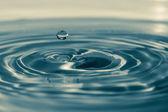 Dopad rychlého kapky vody — Stock fotografie