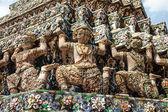 Demon Guardian statues at Wat Arun temple in Bangkok, Thailand — Stock Photo