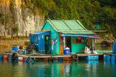 Floating fishing village in Ha Long Bai — Stock Photo