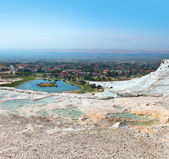 "Pamukkale, meaning ""cotton castle"" in Turkish — Stockfoto"