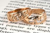 Open page and rings — Stock Photo