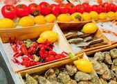 Comida de mar en mercado al aire libre, bruxelles — Foto de Stock