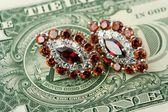 Jewelry and money — Stock Photo