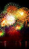 Festivo brillantes fuegos artificiales — Foto de Stock