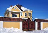 Dia de inverno, casa — Fotografia Stock