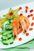 Salad of vegetables with shrimp — Стоковое фото