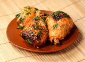 Chicken legs roasted in griddle — Stock Photo