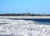 Spring. Drifting Ice on river Volga — Stock Photo