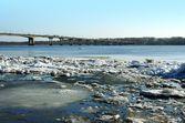 Spring. Drifting Ice on river Volga. — Stock fotografie