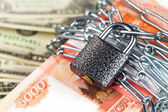 The money and lock — Stock Photo