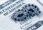 Jewelry and dollars — Stock Photo