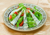 Green salad with gorgonzolla and strawberry — Stock Photo