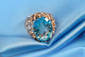 Golden jewelry ring with blue topaz — Foto de Stock